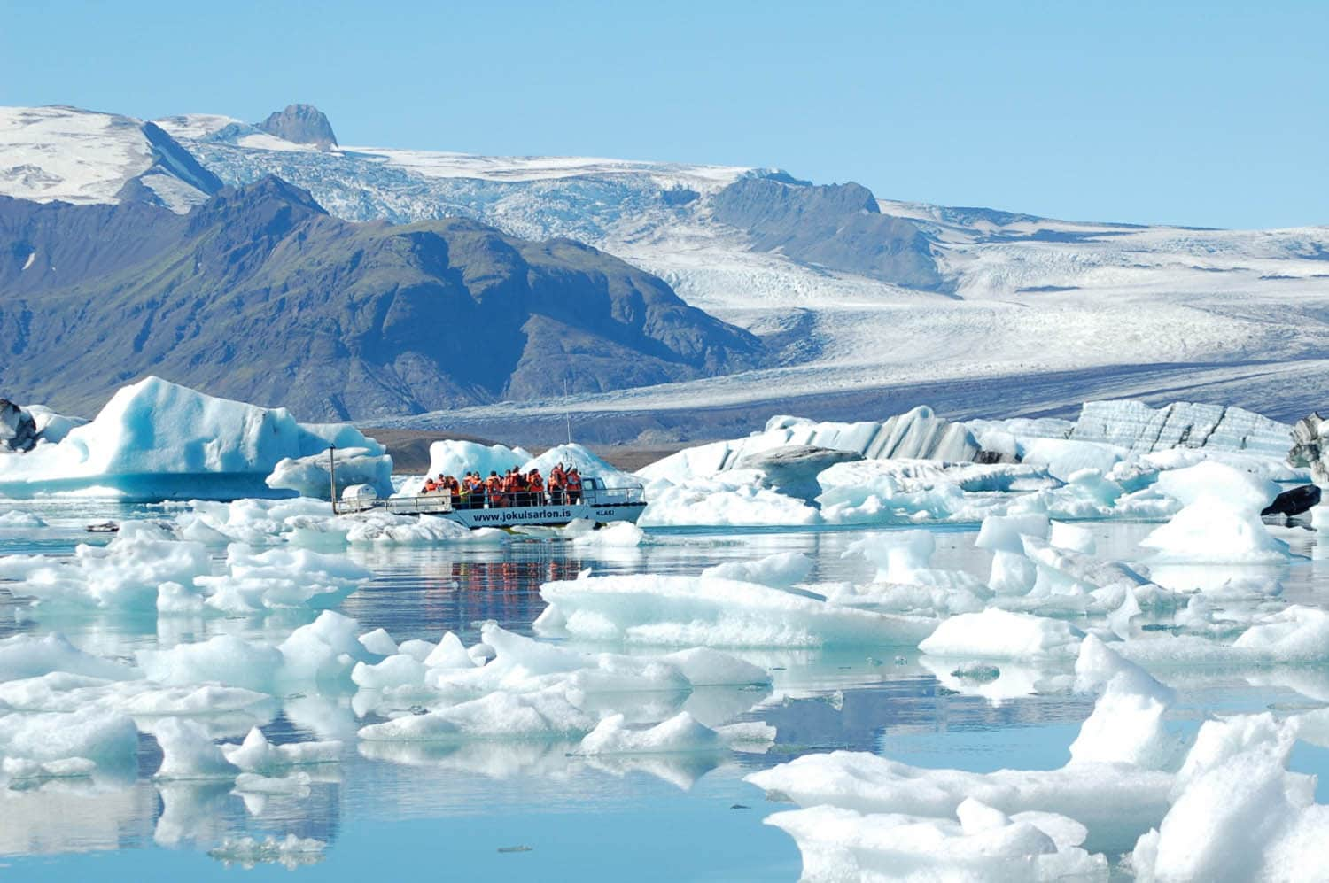 People on the boat tour on the Jökulsárlón glacier lagoon