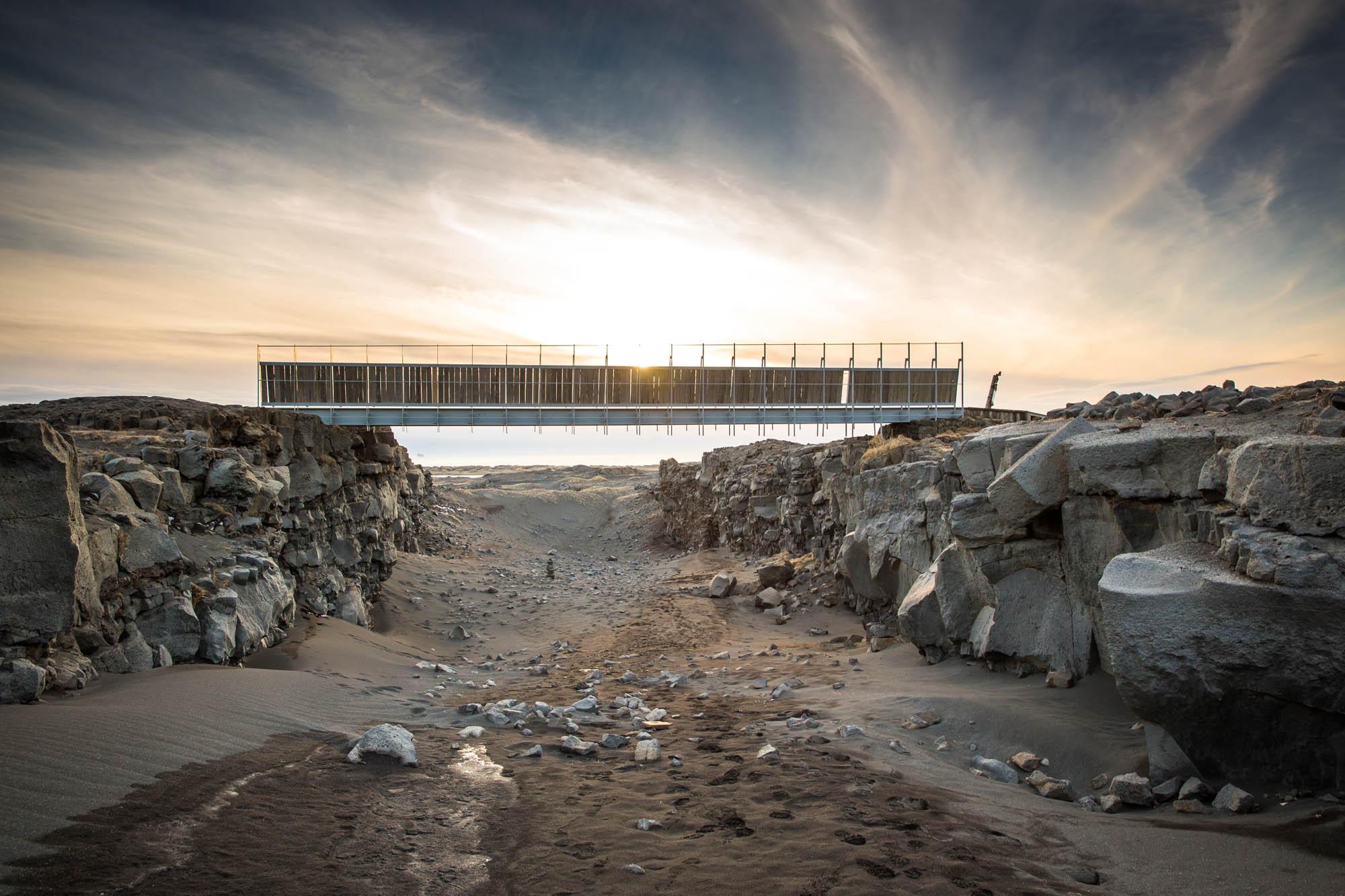 Bridge between continents in Reykjanes