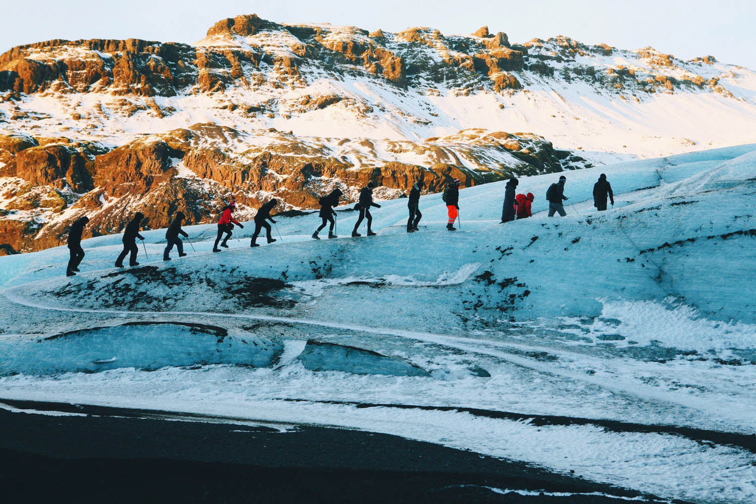 People hiking on Mýrdalsjökull
