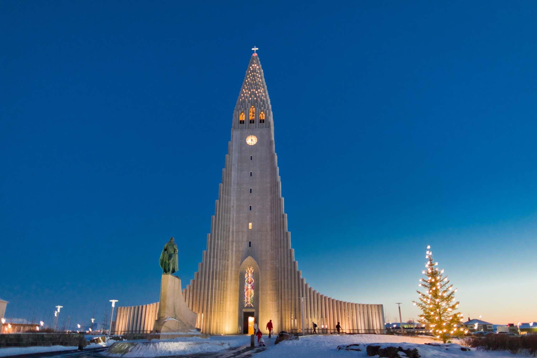hallgrimskirkja-islandsstofa-christmas-winter