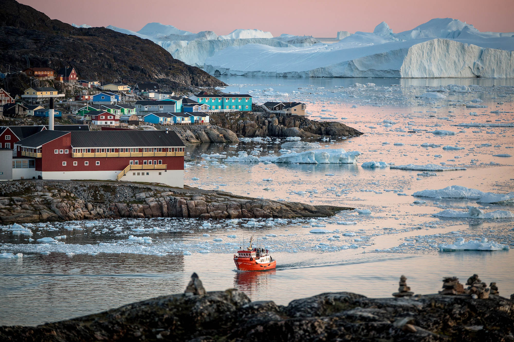 Visit Greenland from Iceland - Photo by Mads Pihl - Visit Greenland
